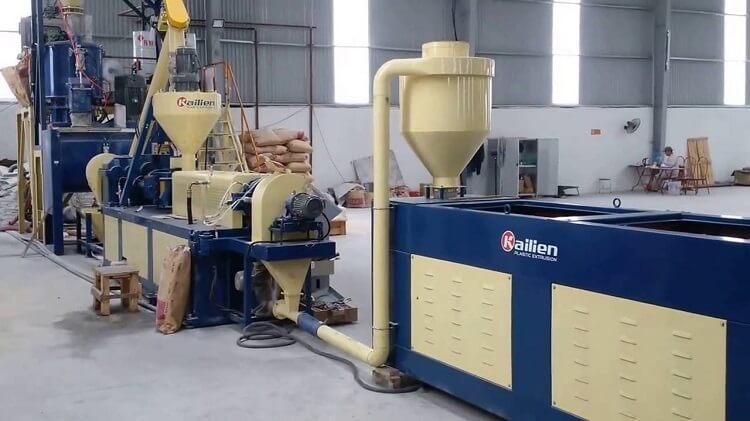 Nhà máy sản xuất hạt nhựa đi vào bảo trì