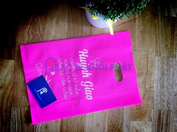 túi PE màu hồng in trắng